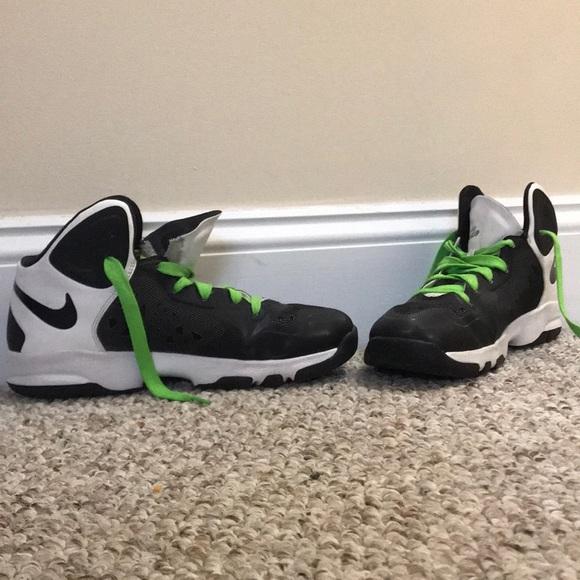 Size 6 Youth Basketball Sneakers. M 5b58977c2aa96aec10e298fa e795ea0288